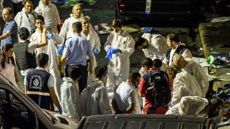 Turquía: Triple atentado suicida