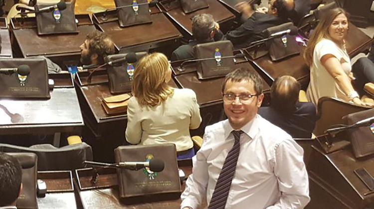 Vivani hace agenda y prioriza el distrito
