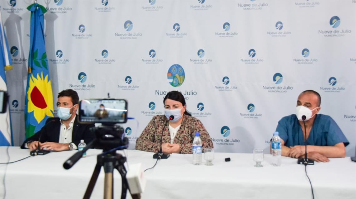 El criterio clínico epidemiológioco se aplicará también a contactos estrechos